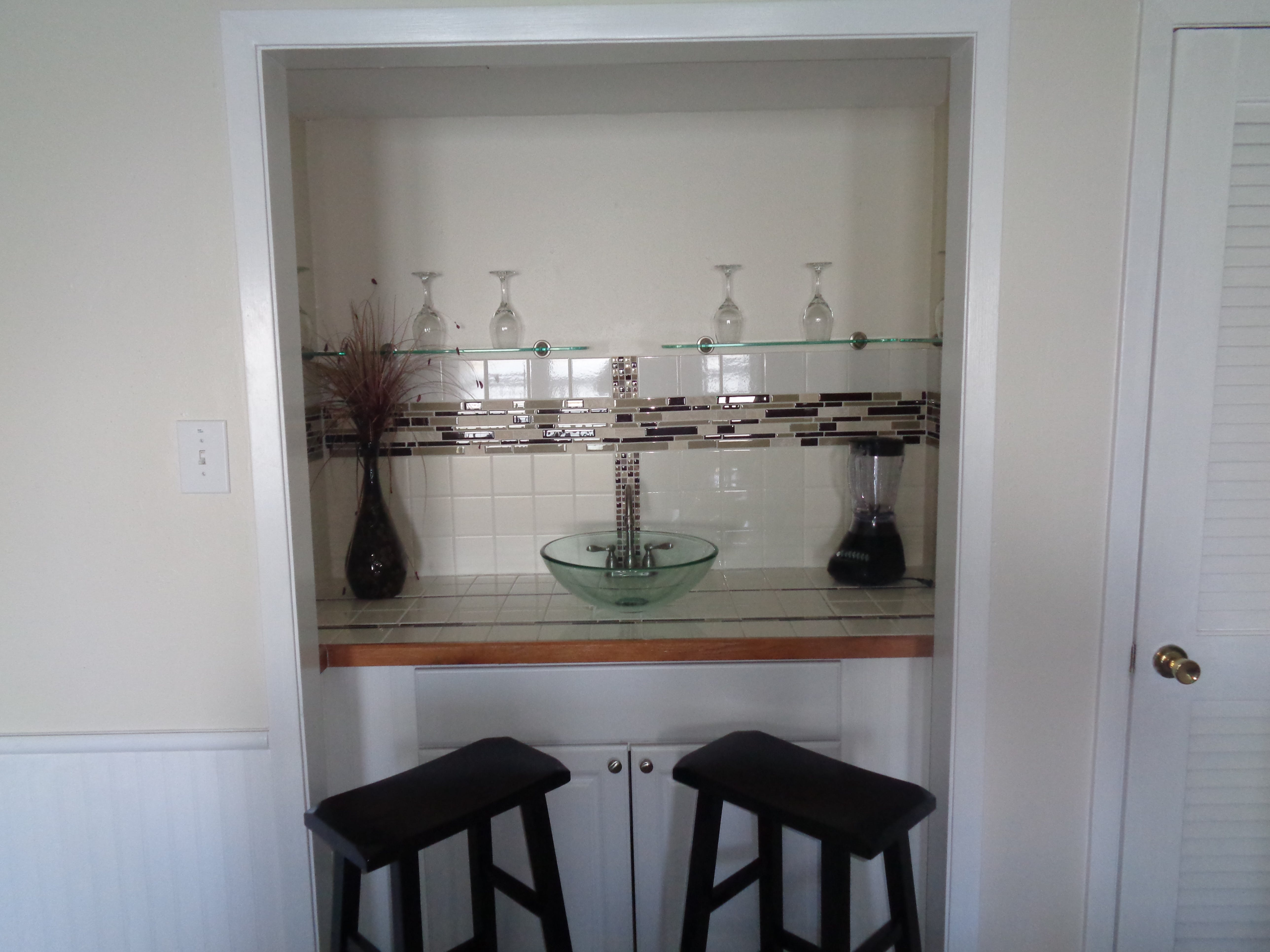 3BR Townhouse - Living Room bar area