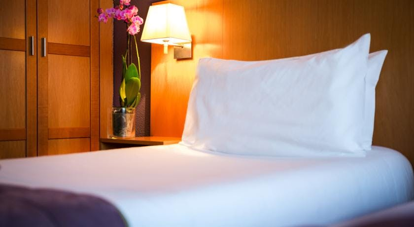 QUALITY HOTEL CHRISTINA LOURDES CHAMBRE ATMOSPHERE