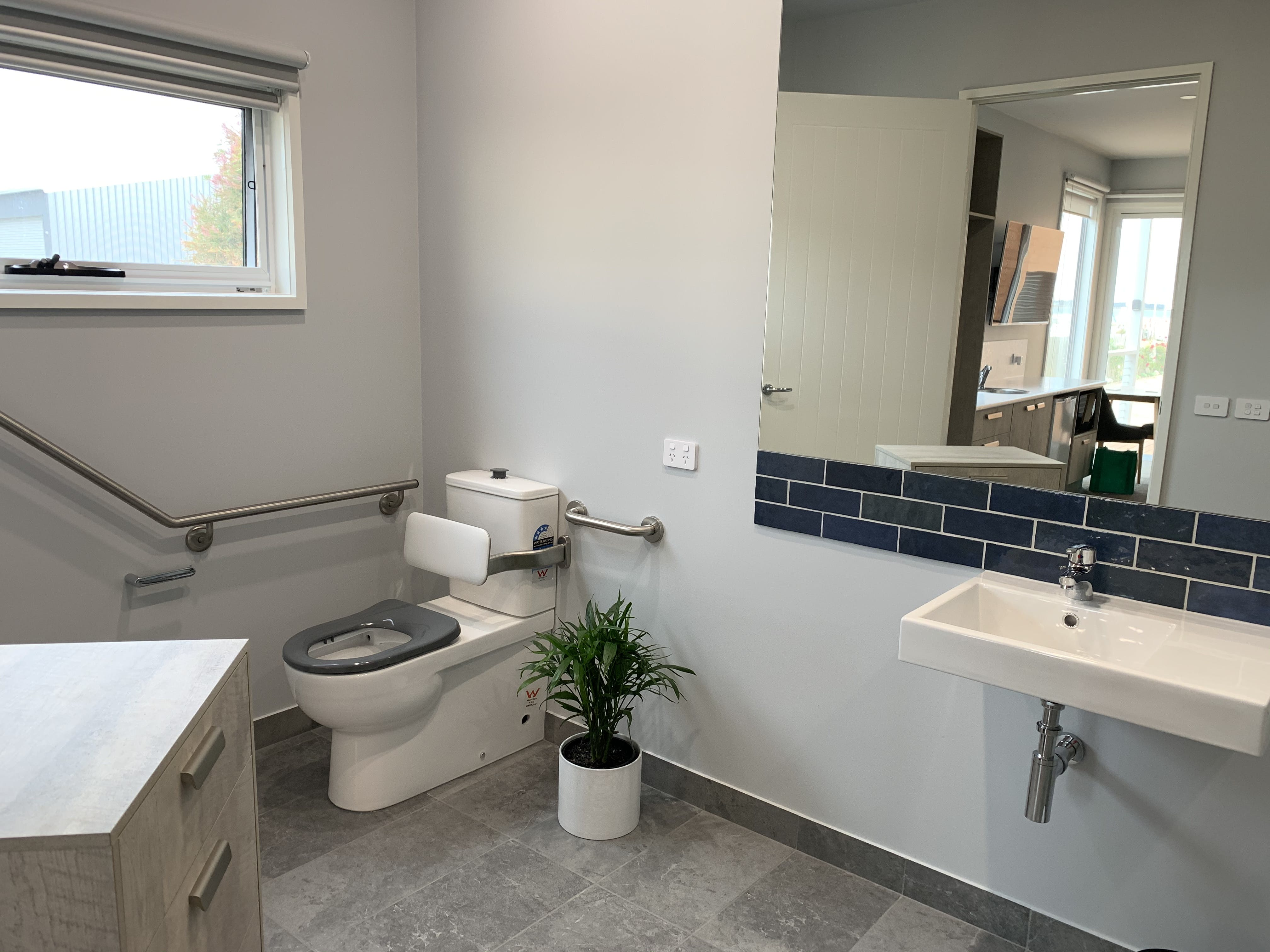 Studio 2 Wheelchair friendly/accessible bathroom