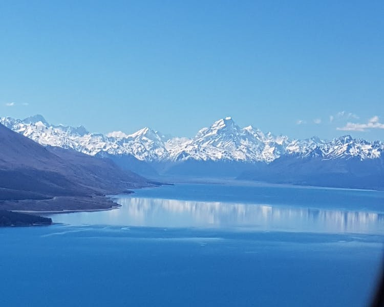 6 km to the north is Lake Pukaki with Aoraki/Mt Cook at the top of the lake. A 45 minute drive
