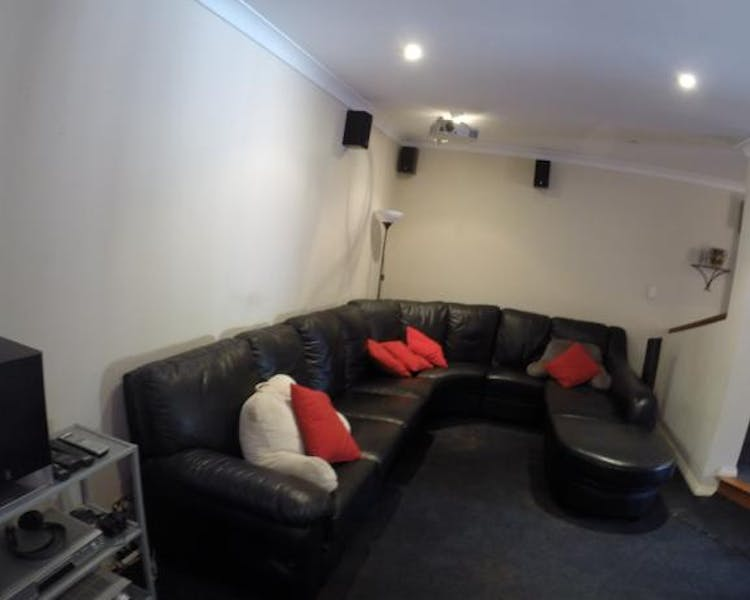 Lounge in the theatre room to watch your favourite movie or take advantage of Netflix