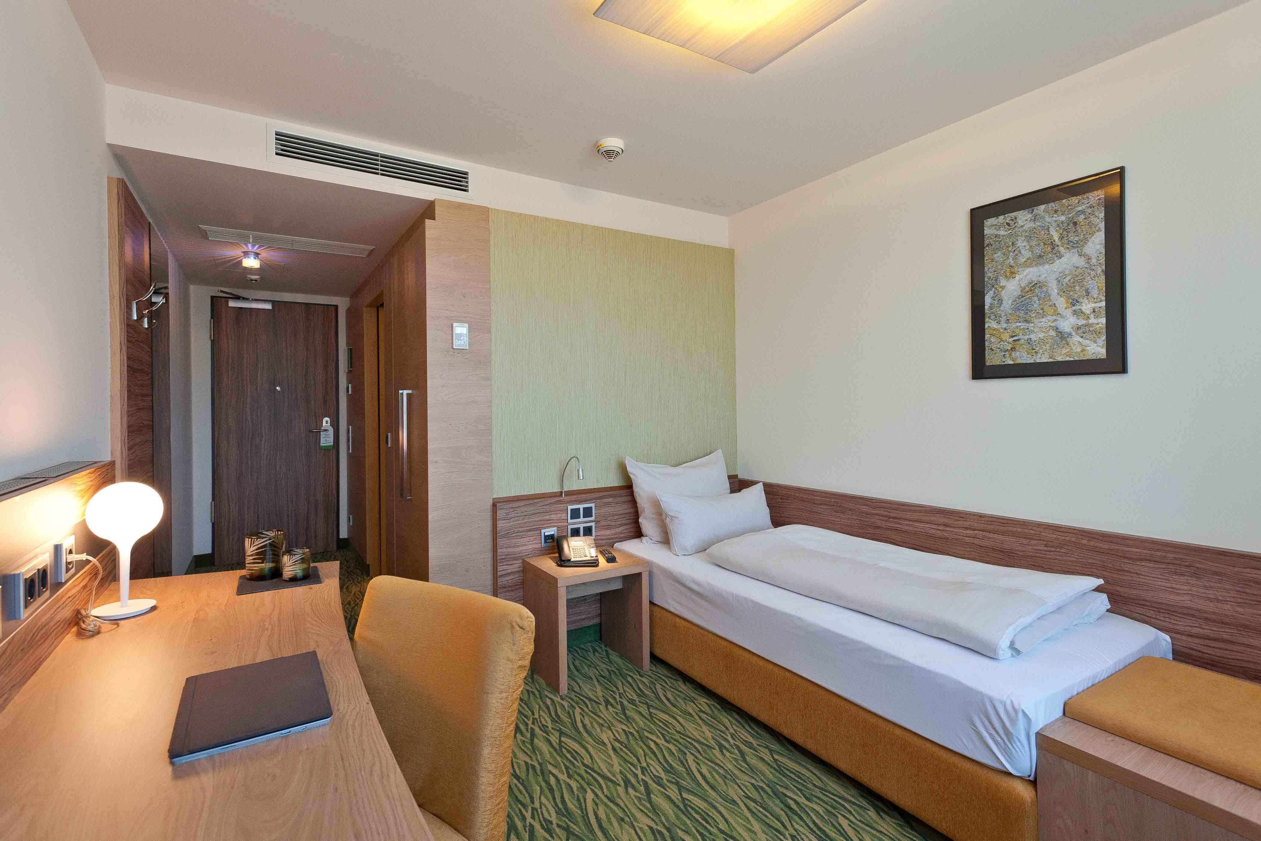 Mini Kühlschrank Zimmer : Single room hotel bildungsblick