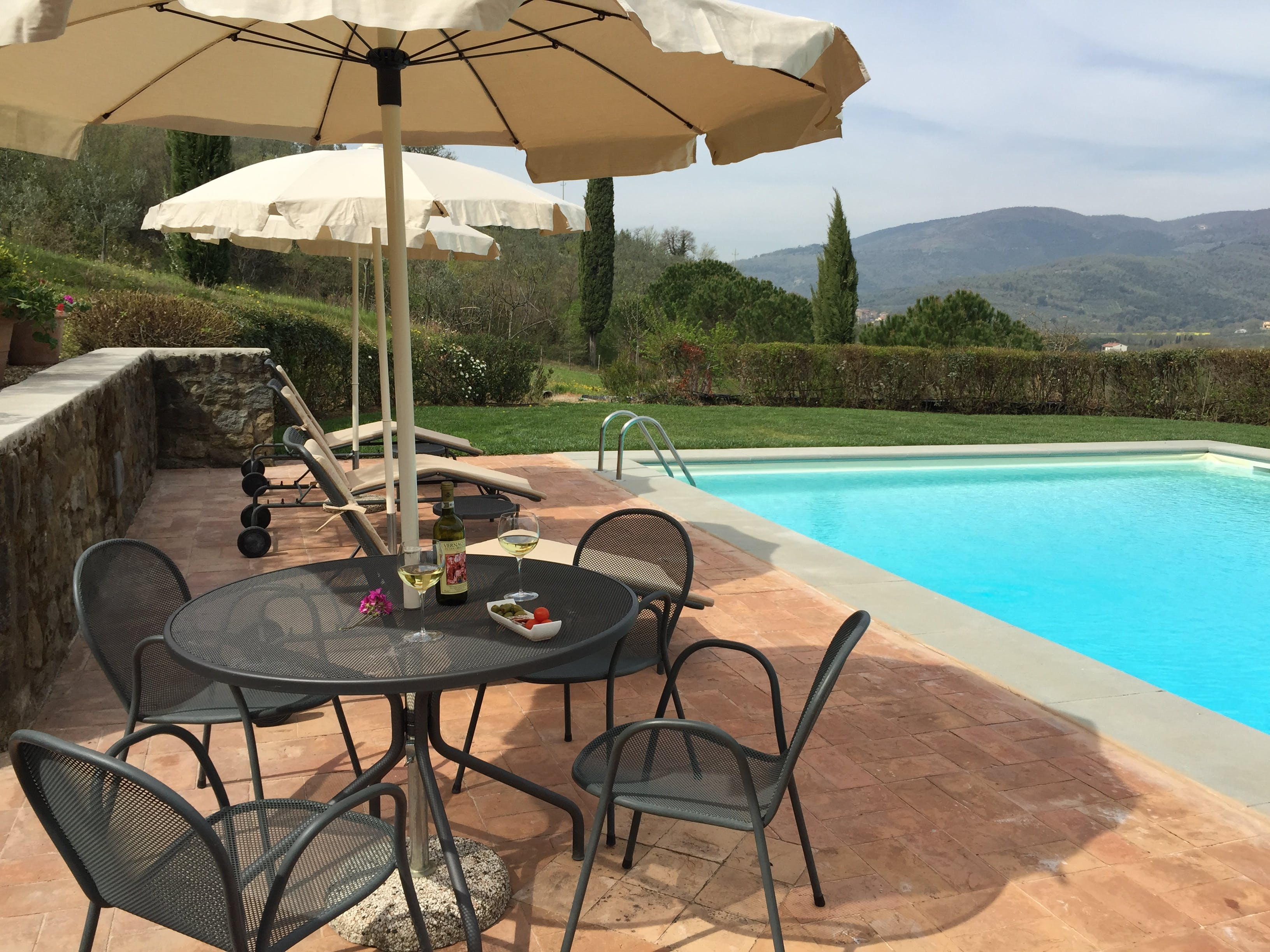 Casa Portagioia Tuscany bed and breakfast , poolside relaxation