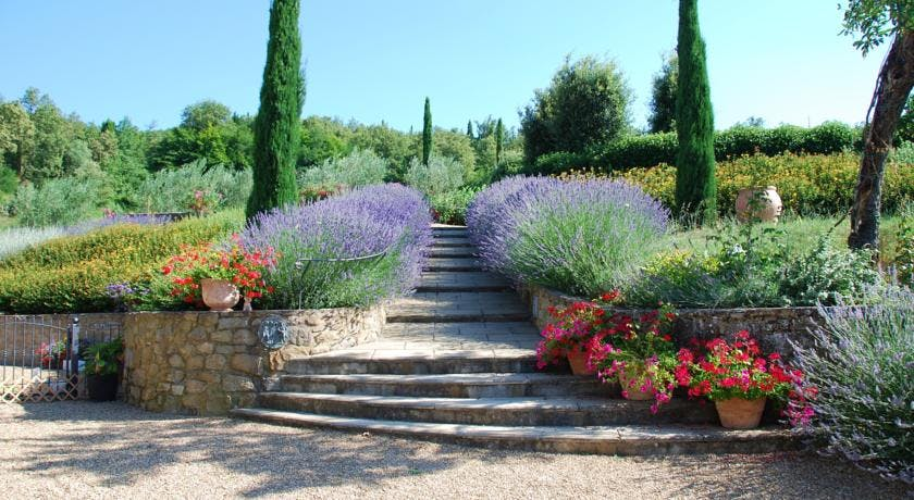 Casa Portagioia Tuscany bed and breakfast , entrance steps to pool