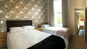 Adjoining Suite Family Room - Sleeps 5