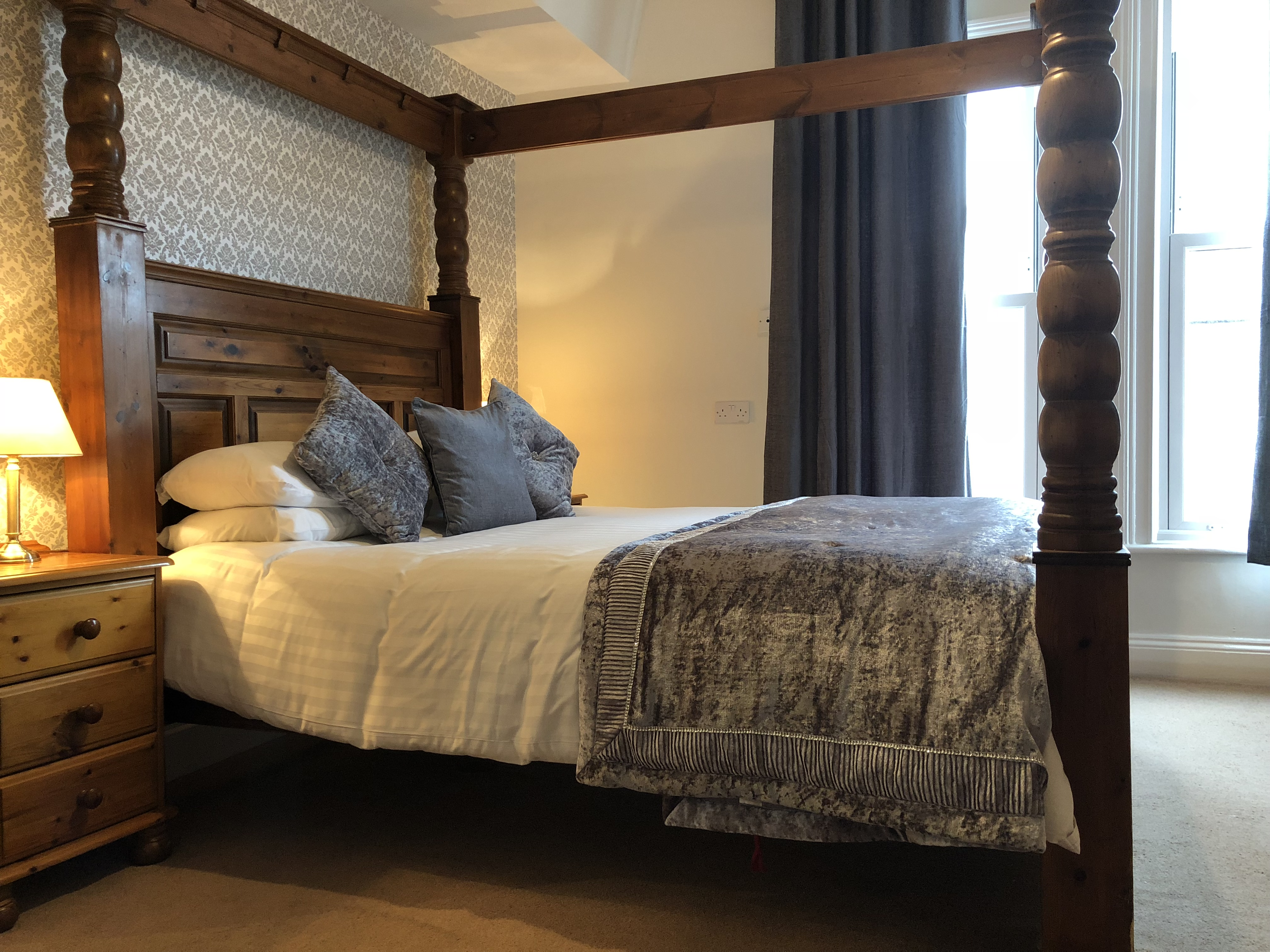 Camere Con Letto A Baldacchino : Double room with four poster bed the york priory bed breakfast