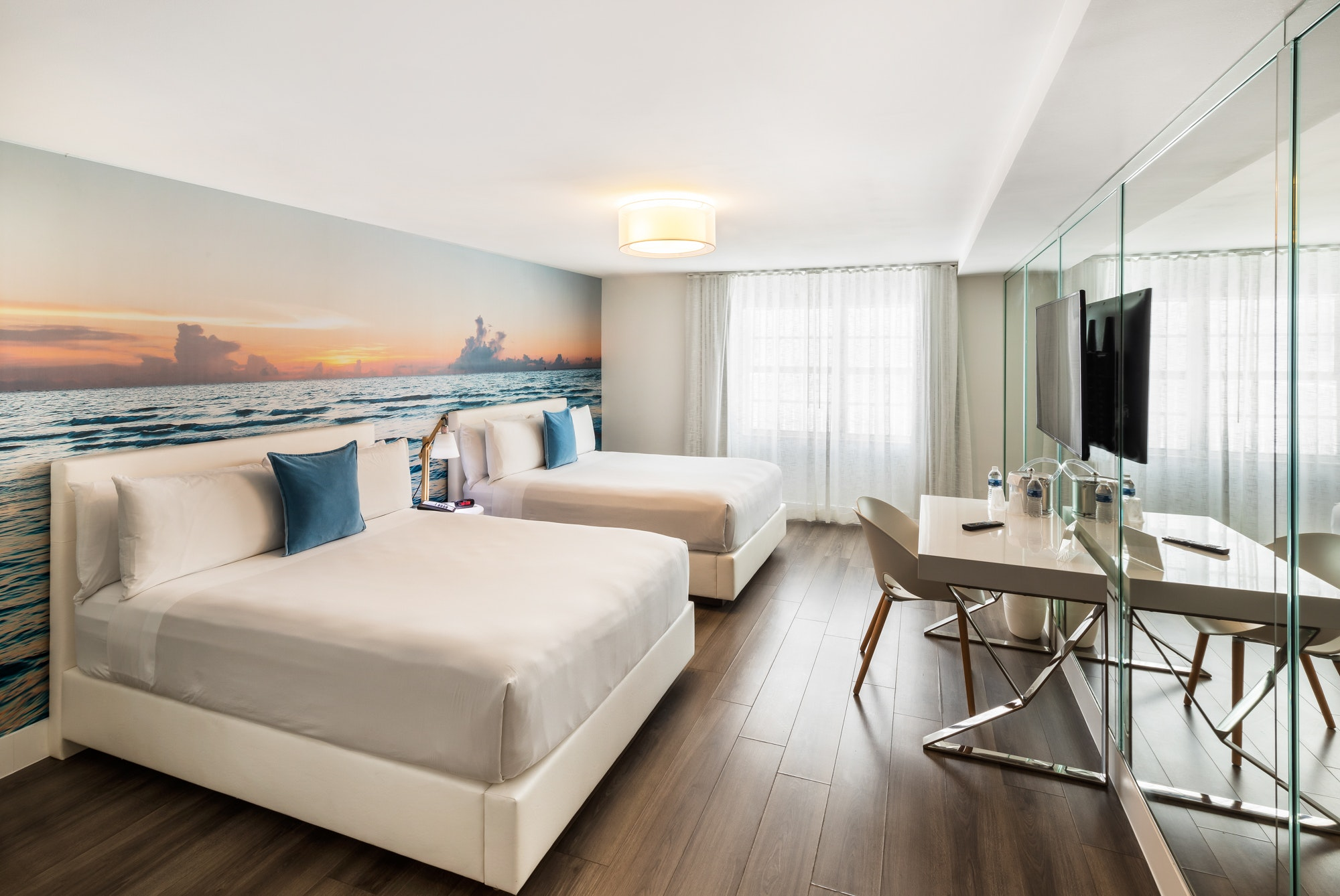 Picture of: Deluxe Room With 2 Queen Beds President Villa Miami Beach
