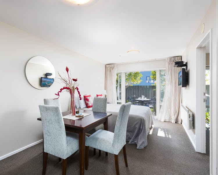 one bedroom family apartment chelsea park motor lodge rooms lounge Nelson
