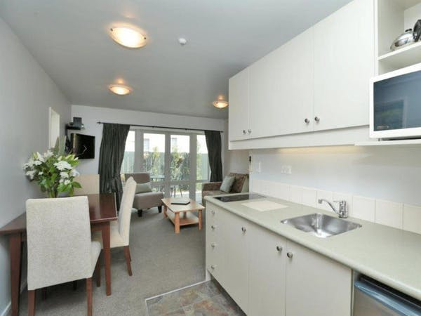 two bedrooms apartment Kitchenette chelsea park motor lodge rooms Nelson