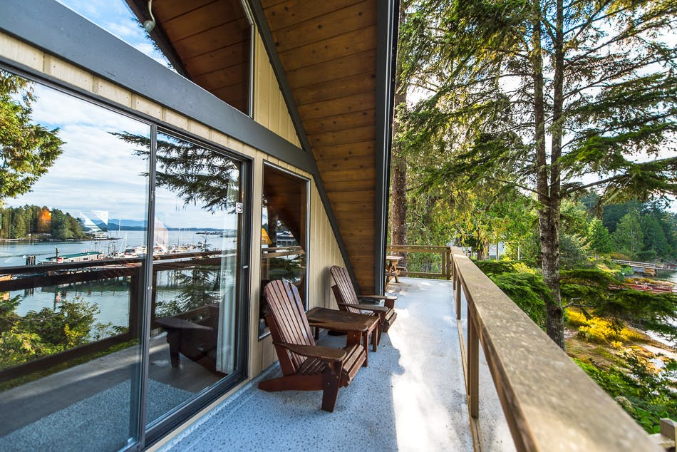 Aframe deck - oceanfront - The shoreline Tofino boutique hotel
