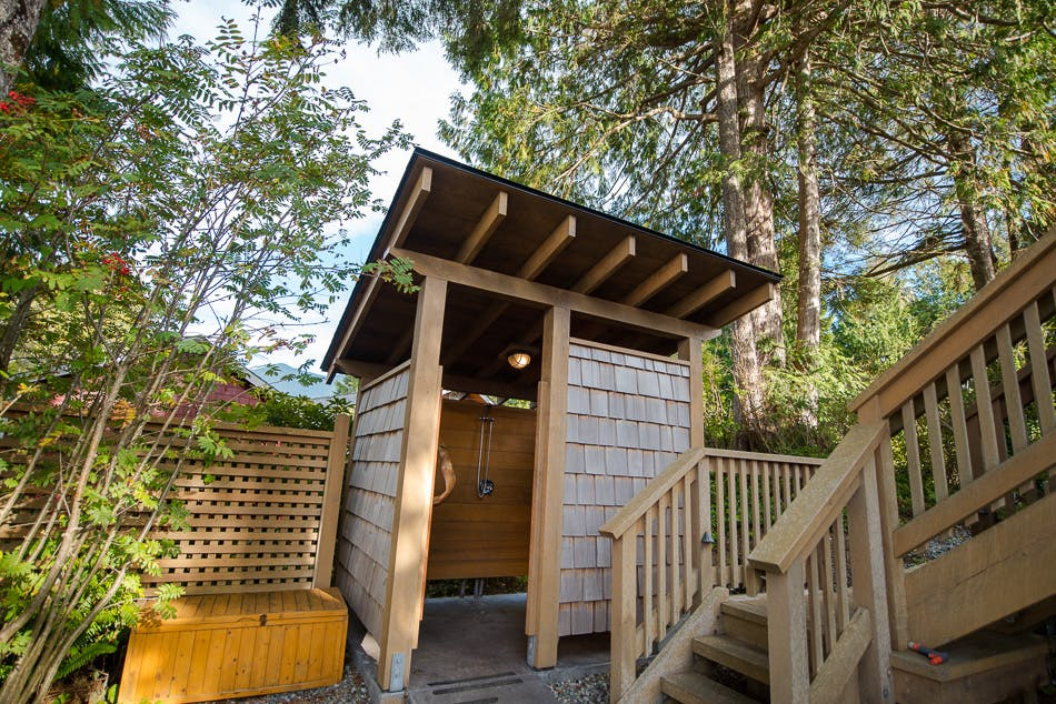 Outdoor shower - the shoreline tofino boutique hotel