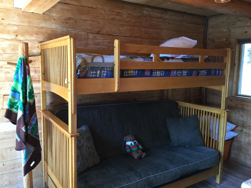 Lakeview Cabin full futon with twin above