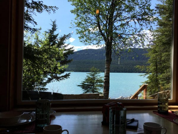 Lakeview Cabin dinning table view