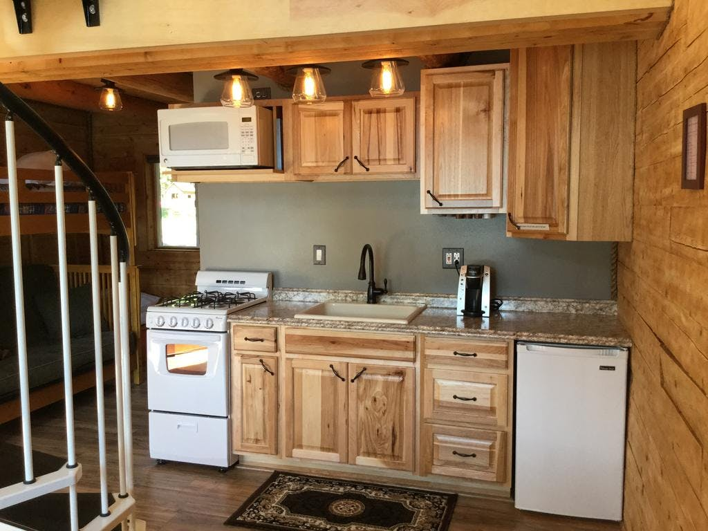 Lakeview Cabin kitchen