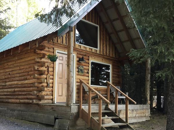 Lakeview Cabin entrance and porch