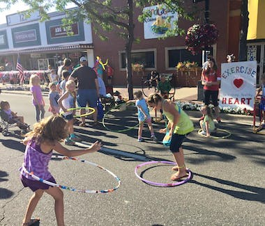 Sandcastles Children's Museum - Children playing outside at Friday Night Live street fair