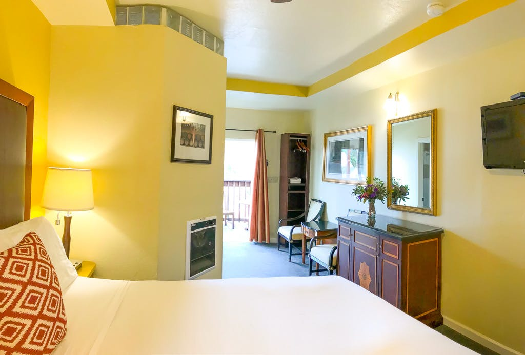 California King bed, deluxe balcony, hotel room, bodega bay inn