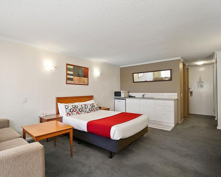 Room Size: 484 ft² Studio Apartments consist of modern furnishings, kitchenette and laundry facilities, Queen Bed and an ens